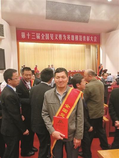柳州好人叶茂获评全国见义勇为英雄模范图片